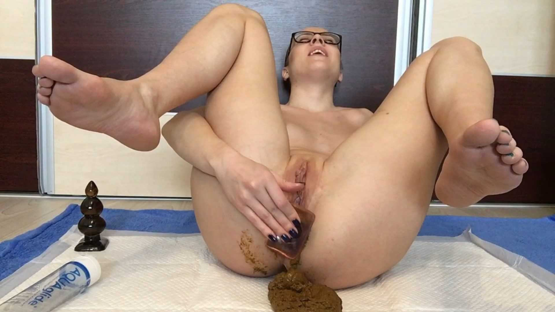Sucking my full of shit feet – EllaGilbert | Full HD 1080p | June 27, 2017